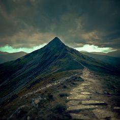 golookoutside:  definitelydope:  The Rainmaker (by swinspeed)  I love ridges