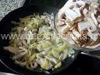 Tocăniţă de ciuperci cu pui | Rețete BărbatLaCratiță Potato Salad, Potatoes, Ethnic Recipes, Food, Eten, Potato, Meals, Diet