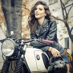 Want this bike. I will have this bike. Cafe Racer Girl, Bmw Cafe Racer, Lady Biker, Biker Girl, Boutique Moto, Bmw R100 Scrambler, Image Moto, Motos Vintage, Chicks On Bikes