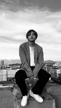 °Just some random shitty scenarios of BTS having an female member(who is weird as fuck)° Bts Taehyung, Taehyung Photoshoot, Jimin, Bts Bangtan Boy, Rapmon, K Pop, Pop Bands, Daegu, Laughing Funny