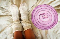 La cebolla es una gran aliada a la hora de desintoxicar tu cuerpo, contiene fósforo, hierro, vitaminas C, vitaminas E y muchas más propiedades medicinales.