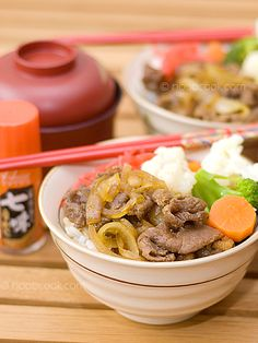 """Easy recipe for cooking """"Gyudon"""" (Japanese beef rice bowl) at home. Veal Recipes, Asian Recipes, Cooking Recipes, Ethnic Recipes, Gyudon, Cooking White Rice, Beef And Rice, Japanese Food, Japanese Recipes"""