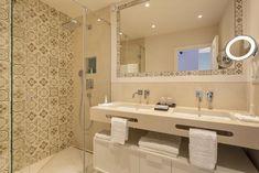 Vila Vita Parc Resort & Spa, Armação de Pêra – aktualne ceny na rok 2020 Resort Spa, Bathroom Lighting, Hotels, Mirror, Furniture, Home Decor, Bathroom Light Fittings, Homemade Home Decor, Mirrors
