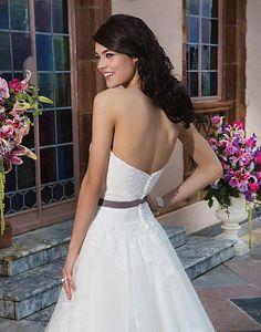 Pas deze trouwjurk bij www.bruidsmode-veenendaal.nl - Sincerity 3832
