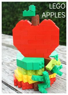 Build LEGO Apples for Kids Fall Activity. Use basic bricks to build apples with this Fall themed LEGO building challenge. Perfect for beginning LEGO fans too. These LEGO apples also introduce STEM concepts such as symmetry, counting, engineering, and prob Fall Preschool Activities, Early Learning Activities, Apple Activities, Lego Activities, Preschool Education, Learning Tools, Science Education, Science Experiments, Physical Education