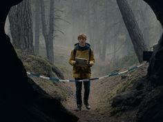 """Es wird mal wieder düster und mysteriös bei Netflix: Die erste deutsche Original-Serie """"Dark"""" will Zuschauer weltweit in ihren Bann ziehen. Doch gelingt das auch? Netflix-Serien wie """"Orange Is the New Black"""" aus den USA oder """"The Crown"""" aus Grossbritannien..."""