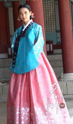 Hanbok Korean Hanbok, Korean Dress, Korean Outfits, Korean Traditional Dress, Traditional Fashion, Traditional Dresses, Dong Yi, Korean Actresses, Korean Beauty