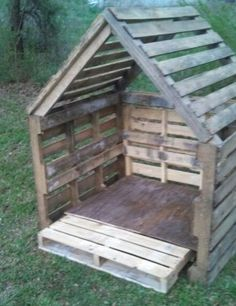 pallet doghouse or playhouseeco friendly design and is a growing trend using pallets for building projects