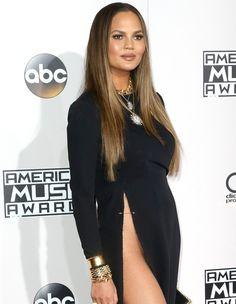 """Sem biquini, esposa de John Legend """"rouba a cena"""" nos AMA2016 https://angorussia.com/entretenimento/famosos-celebridades/sem-biquini-esposa-john-legend-rouba-cena-nos-ama2016/"""