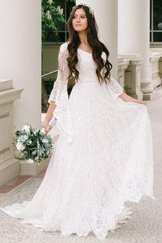 Modest Wedding Gowns, Fall Wedding Dresses, Wedding Dresses Plus Size, Modest Dresses, Bridal Gowns, Bohemian Style Wedding Dresses, Christmas Wedding Dresses, Simple Wedding Dress With Sleeves, Half Sleeve Wedding Dress