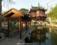 05 Ancient Chinese house on pond and bridge    http://www.molon.de/galleries/China/Shanghai/YuYuan/img.php?pic=5