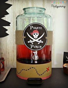 Organiser un anniversaire pirate pour enfant avec printables, tuto pour gâteau, dress code,...