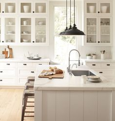lovely fresh kitchen, love all the details, especially the lighting
