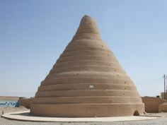 Yakhchal in Yazd, Iran By Pastaitaken - Own work, CC BY-SA 3.0, //commons.wikimedia.org/w/index.php?curid=4944242