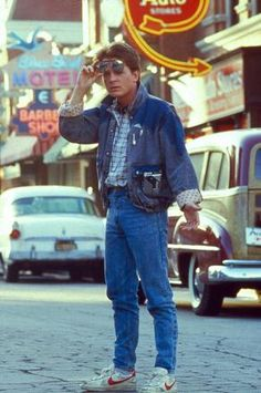 Michael J. Fox as Marty McFly - Dakota Cassidy has nick named me Marty McFly for my fast driving. Michael J Fox, Marty Mcfly, Iconic Movies, Old Movies, Great Movies, 80s Fashion, Vintage Fashion, Parisian Fashion, Bohemian Fashion
