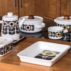 Browse our collection of designer homeware by Orla Kiely online now at the Kilkenny Shop. Irish & worldwide shipping available. Orla Kiely Mugs, Irish Pottery, Irish Design, House Gifts, Hanging Pots, Irish Recipes, Wooden Handles, Scribble, Decoration