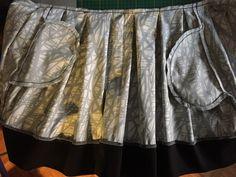 Plis cousus et surfilés et pourquoi pas des poches dans les coutures de côtés !!