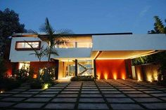 Glass-Walled Homes: Hollywood Hills Estate Maximizes Stunning Skyline Views