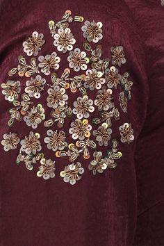Source by irinascherer embroidery Zardozi Embroidery, Hand Embroidery Dress, Bead Embroidery Patterns, Embroidery Works, Embroidery Fashion, Hand Embroidery Designs, Beaded Embroidery, Textiles, Maggam Works