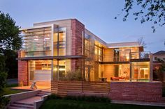 The modern and sophisticated Marquis Estate of Cherry Creek is located in a fascinating upscale residential neighbourhood, in Denver's Cherry Creek.