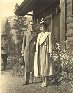 King George VI and H. Queen Elizabeth, (later H. Queen Elizabeth, the Queen Mother) in Jasper, Canada. Lady Elizabeth, Princess Elizabeth, Reine Victoria, Queen Victoria, Prinz Philip, King George Iv, Edinburgh, Royal Queen, Casa Real