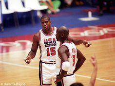 La « Dream Team » aux JO de Barcelone   Pour la première fois, des joueurs américains de basket-ball issus de la NBA participent aux Jeux olympiques. Jusqu'à présent, les États-Unis étaient représentés par des joueurs universitaires ou évoluant en Europe. Mais en 1992, lors des JO de Barcelone...