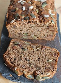 We take the same recipe (click) and we start again! I put mashed apple (compote without added sugar) for a version that will appeal to non-banana lovers … I was afraid that it is too wet and gives a pasty cake, applesauce … Healthy Bread Recipes, Zucchini Bread Recipes, Healthy Cake, Healthy Breakfast Recipes, Clean Eating Recipes, Clean Eating Snacks, Healthy Cooking, Healthy Snacks, Healthy Zucchini