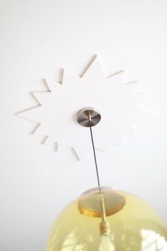 Make your own minimalist starburst ceiling medallion- click through for instructions!