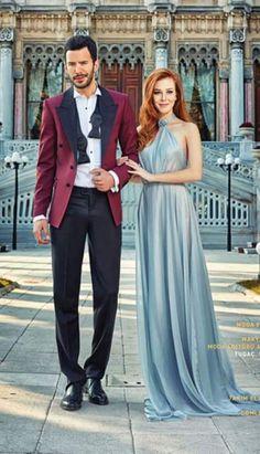 Prettiest Actresses, Beautiful Actresses, Elcin Sangu, W Dresses, Redhead Girl, Turkish Beauty, Turkish Actors, Iranian Actors, Celebrity Couples