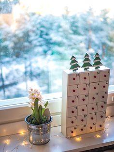 Joulukalenteri voi olla myös aineeton sisältäen kivaa yhteistä tekemistä, joulunvalmistelua, leikkejä ym! Tsekkaa vinkit blogistani. Advent Calendar, Holiday Decor, Home Decor, Decoration Home, Room Decor, Advent Calenders, Home Interior Design, Home Decoration, Interior Design