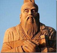 Conocido como ''Maestro Kong'' fue un reconocido pensador chino cuya doctrina recibe el nombre de confucianismo. Procedente de una familia noble arruinada, a lo largo de su vida alternó periodos en los que ejerció como maestro con otros en los que sirvió como funcionario.
