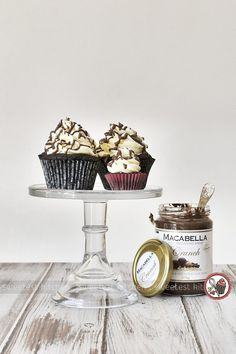 Soft and tender vegan chocolate cupcakes with silky vanilla frosting and a drizzling of Macabella chocolate-macadamia spread. Vegan Chocolate Cupcakes, Delicious Desserts, Dessert Recipes, Milk And Vinegar, Cupcake Couture, Vanilla Frosting, Vegan Butter, Vegan Gluten Free, Sweets