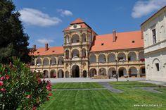 Zámek Moravská Třebová - prohlídky a stálé expozice Trips, Castle, Mansions, House Styles, Home Decor, Viajes, Decoration Home, Manor Houses, Room Decor