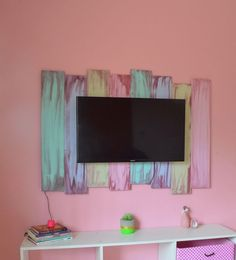 DIY – Painel para TV (Barato e fácil de fazer) Farmhouse Bedroom Decor, Room Decor Bedroom, Diy Room Decor, Bedroom Crafts, Diy Bedroom, Diy Crafts For Home Decor, Diy Casa, Small Space Organization, Girl Room