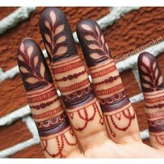 Which continues to darken until it's touched by water. 18 Things You Need To Know To Have A Better Henna Experience Finger Mehndi Designs Arabic, Finger Mehndi Style, Rose Mehndi Designs, Finger Henna, Mehndi Design Pictures, Mehndi Designs For Fingers, Henna Style, Beautiful Henna Designs, Mehndi Images