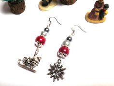 Boucles d'oreille festives pour Noël avec un flocon de neige et un traîneau argenté : Boucles d'oreille par milaekem-bijoux
