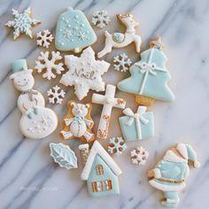 Tiffany Christmas❄️✨。 * * * #ティファニー#Tiffany#クリスマス#アイシングクッキー#icing#クッキー#cookies#baking#花#lin_stagrammer #手作り#お菓子作り#スイーツ#ジュエリー#jewelry#sweets#foodpic#foodphotography #Instagram#Instagramjapan#instasweet#foodstagram#IgersJP#ファインダー越しの私の世界#暮らし