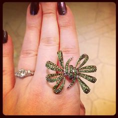"""Killer @stephenwebsterjewellery bow ring at @tinyjewelboxdc #emeralds #rings #showmeyourrings"""