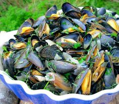 Moules Marinières - French Sailor's Mussels  2 1/4 lbs of fresh live mussels (1kg )   2 chopped garlic cloves   1 finely chopped onion   5 fluid ounces dry white wine (150ml)   2 ounces butter (55 g)   fresh herb (1 large handful of finely chopped parsley, oregano and tarragon mixed) 4 tablespoons cream or 4 tablespoons creme fraiche   salt and pepper