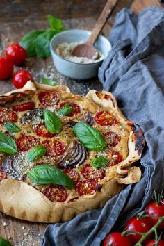 Vegan quiche met tomaten en basilicum - Zonderzooi - Gezonde recepten - Duurzame lifestyle Vegan Quiche, Vegan Challenge, Happy Foods, Vegan Recipes, Vegan Food, Vegetable Pizza, Family Meals, Food Inspiration, Avocado