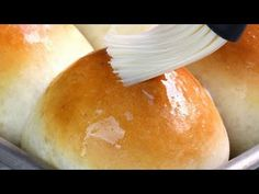 Perfectly soft homemade dinner rolls, a recipe that took 5 years to perfect! These really are the best homemade dinner rolls ever! Yeast Rolls, Bread Rolls, Stay At Home Chef, Great Recipes, Favorite Recipes, Recipe Ideas, Dinner Recipes, Homemade Dinner Rolls, Homemade Breads