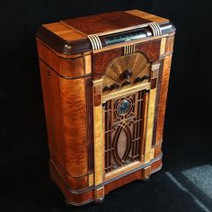 Antique Radio Cabinet, Stereo Cabinet, Radios, Art Deco Stil, Art Deco Home, Radio Record Player, Art Nouveau Interior, Antique Bar, Radio Antigua