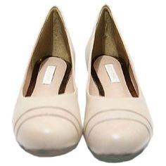 Sapatilha Next Nude - Mezzo Punto  Sapatilha em couro cor nude.  Forro em couro cor nude.  Super flexível e mole. Essa sapatilha é confortável, ideal para passear e trabalhar confortavelmente e com muita elegância.   Solado de borracha.  A Mezzo Punto é uma marca de calçados femininos de altíssima qualidade e sofisticação. Sua linha é ideal para gestantes e recém mamães, pois os sapatos são produzidos com couros e materiais extremamente flexíveis para poder calçar confortavelmente os pés.