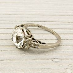 How Are Vintage Diamond Engagement Rings Not The Same As Modern Rings? If you're deciding from a vintage or modern diamond engagement ring, there's a great deal to consider. New York Vintage, Unique Vintage, Vintage Ideas, Vintage Beauty, Vintage Diamond Rings, Wedding Rings Vintage, Vintage Rings, Vintage Style Engagement Rings, Diamond Rings
