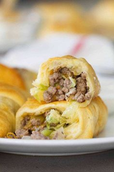 Super simple, yet super tasty, these Cabbage and Beef Bundles take a simple cabbage and beef filling and stuff it inside crescent rolls. Don't skip the horseradish mayo for dipping! Best Cabbage Recipe, Cabbage Rolls Recipe, Cabbage Recipes, Beef Recipes, Cooking Recipes, Recipies, Yummy Recipes, Dinner Recipes, Crescent Roll Recipes