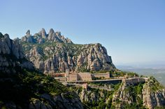 In 50km from #Barcelona, there is fantastically beautiful mountain range of Montserrat, among the rocks of which the Benedictine monastery is hiding ...