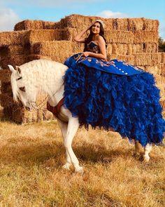 Mariachi Quinceanera Dress, Quinceanera Dresses Short, Neon Prom Dresses, Dama Dresses, Quinceanera Themes, Quinceanera Hairstyles, Sparkly Dresses, Prom Hairstyles, Quince Dresses Mexican