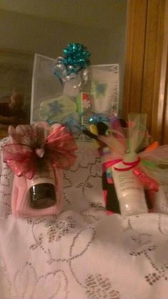 Fun gloves with hand cream & pedicure set in back