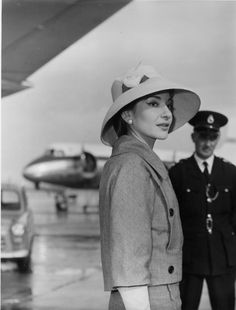 American opera singer Maria Callas, 1958. | 41 Vintage Pictures Of Heathrow Airport That Show Air Travel Was Once A Stylish Affair