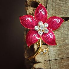 Shine in pink with this Daisy Flower Brooch  #craft365.com